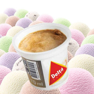 Vanille Eis mit Cappuccino-Topping